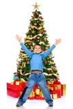 Garçon et un arbre de Noël Photos libres de droits