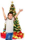 Garçon et un arbre de Noël Photos stock