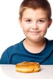 Garçon et un beignet Photos libres de droits