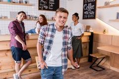 Garçon gai avec des amis en café Photographie stock libre de droits