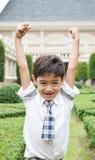 Garçon heureux d'étudiant à l'école Photos libres de droits