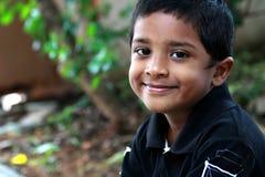 Garçon indien de sourire photographie stock libre de droits