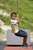 Garçon japonais jouant avec le renard de vol Photographie stock libre de droits