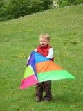 Garçon jouant avec le cerf-volant Images libres de droits