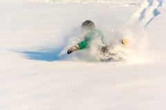 Garçon jouant dans la neige Photos libres de droits