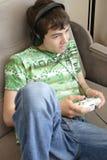 Garçon jouant des jeux Images stock