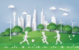 Garçon jouant le football en parc de ville illustration libre de droits