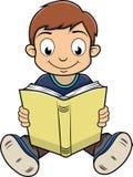 Garçon lisant un livre Photographie stock