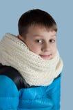 Garçon mignon dans la veste et l'écharpe Photo libre de droits