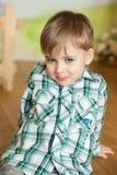 Garçon mignon dans un studio de Pâques Images libres de droits