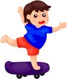 Garçon mignon jouant la planche à roulettes Photos libres de droits