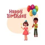 Garçon noir avec les ballons et la fille caucasienne dans le chapeau d'anniversaire Image stock