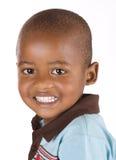 Garçon noir de trois ans souriant heureusement images stock