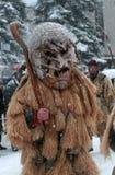 Garçon non identifié avec le costume traditionnel de Kukeri Photos libres de droits