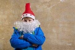 Garçon occasionnel avec le costume de Santa Image libre de droits