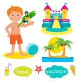 Garçon, perroquet, château plein d'entrain et paumes Placez les vacances, les icônes de tourisme et les ballons avec le texte : V illustration de vecteur