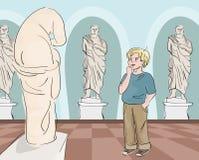 Garçon regardant la statue antique le musée Image libre de droits