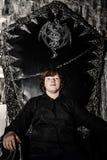 Garçon roux s'asseyant sur le trône magique Images libres de droits