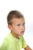 Garçon sérieux avec le cheveu et les yeux gris image stock