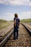 Garçon sur des pistes Photo libre de droits