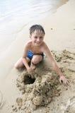 Garçon sur la plage Photographie stock libre de droits