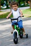 Garçon sur le vélo Images stock