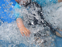 Garçon sur le Waterslide Image libre de droits