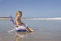 Garçon sur une plage Photos libres de droits
