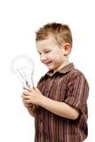 Garçon tenant l'ampoule énorme Image libre de droits