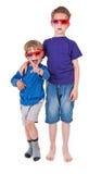 Garçons ayant l'amusement portant les lunettes 3D Photos libres de droits