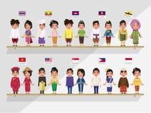 Garçons et filles d'ASEAN dans le costume traditionnel - drapeau d'ith Photographie stock libre de droits