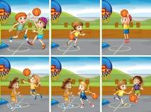 Garçons et filles jouant le basket-ball Photos libres de droits