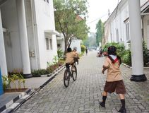 Garçons et scout de filles élémentaires Jakarta photos libres de droits