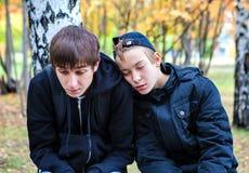 Garçons fatigués extérieurs Photos libres de droits