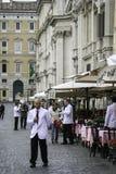 Garçons fora dos cafés, navona da praça, Roma Fotografia de Stock