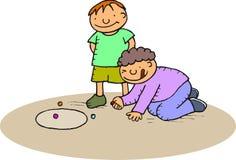 Garçons jouant des marbres Image libre de droits
