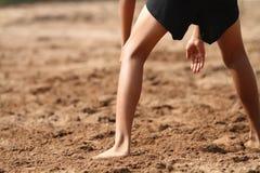 Garçons jouant le volleyball de plage Photo libre de droits
