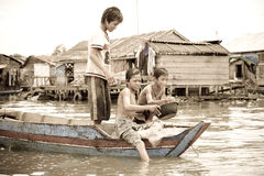 Garçons, sève de Tonle, Cambodge Photo libre de droits