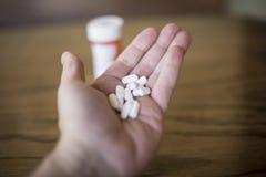 Garść Biali Opioid środki przeciwbólowi fotografia stock