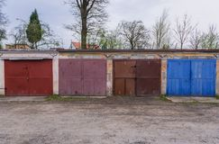 Garaże w Roznov strąku Radhostem fotografia stock