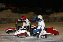 Gara motociclistica su pista del ghiaccio Immagini Stock Libere da Diritti