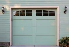 garaage drzwiowy zielone światło Zdjęcia Royalty Free