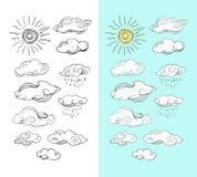Garabatee la colección, sistema aislado de nubes dibujadas mano del vector en w ilustración del vector
