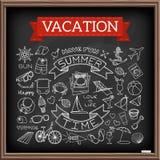 Garabatos de las vacaciones en el tablero de tiza ilustración del vector