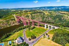 Garabit-Viadukt, eine Eisenbahnbrücke über dem Truyere in Frankreich stockbilder