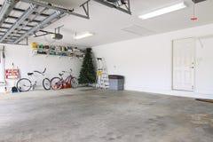 Garage casi vacío fotografía de archivo libre de regalías