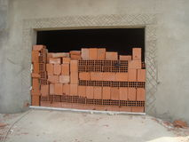 Garage chiuso con i mattoni rossi Fotografia Stock Libera da Diritti