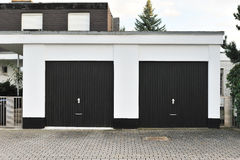 Garage con la puerta gemela Imagen de archivo libre de regalías