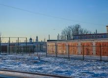 Garage dans la ville d'hiver Photos stock