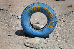 Garage dans le désert Photographie stock libre de droits
